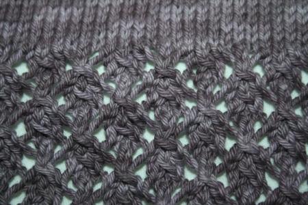 détail du point ajouré au tricot
