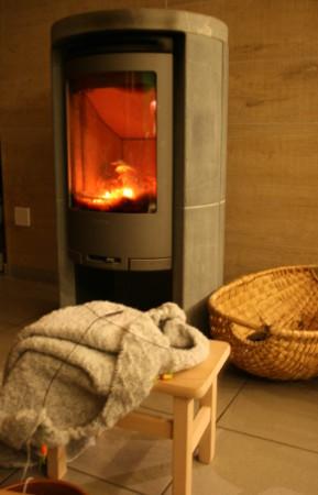 tricot au coin du feu de bois