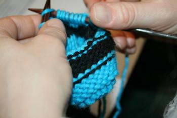 """travail d'une élève à l'atelier """"tricoter en rond"""""""