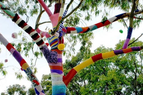 yarn bombing (image pixabay)