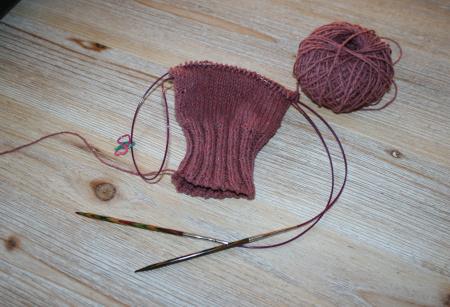 tricoter une manche en rond sur aiguilles circulaires