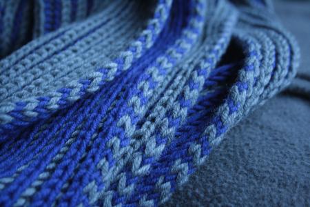 bordure de l'écharpe en i-cord bicolore