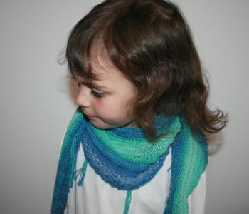 chèche au tricot - porté par la petite fille