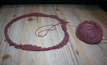 début d'un tricot en rond sur aiguilles circulaires