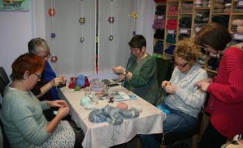"""atelier """"tricoter en rond"""""""